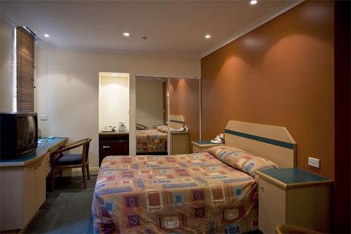 Victoria Hotel Melbourne 3