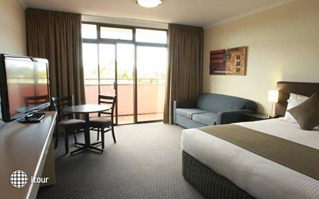 Adelaide Meridien Hotel & Apartments 1