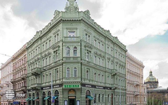 Palace Deminka 1