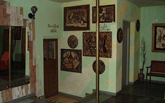 Gallery Hotel Sis 1