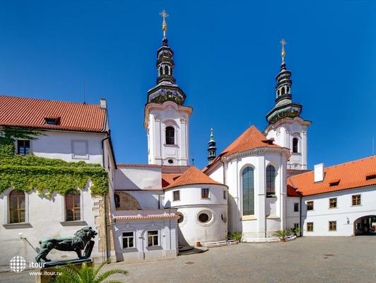 Residence Monastery 8