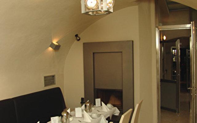 Golden Wheel Hotel 5