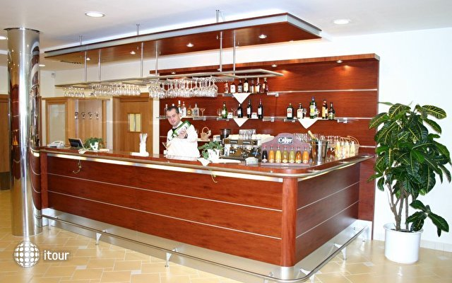 Ramada Airport Hotel Prague 2