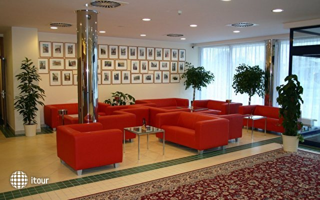 Ramada Airport Hotel Prague 5