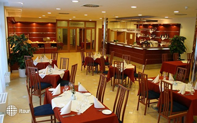 Ramada Airport Hotel Prague 6