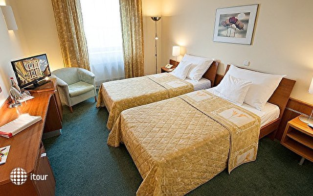 Ramada Airport Hotel Prague 8
