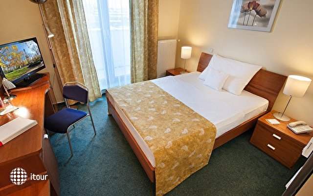 Ramada Airport Hotel Prague 9