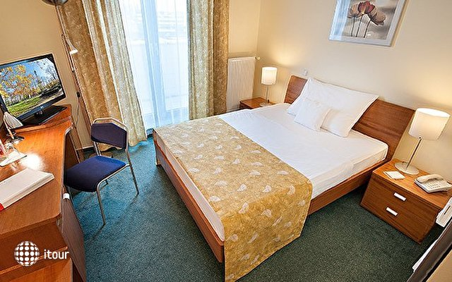 Ramada Airport Hotel Prague 10