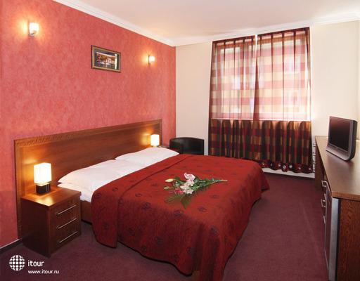 Relax Inn 9