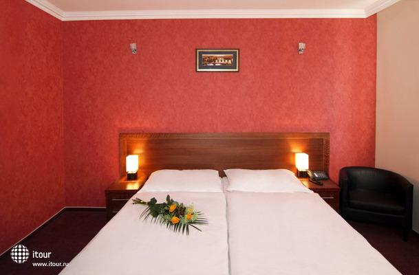 Relax Inn 10