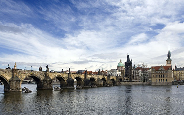 Archibald At The Charles Bridge 3
