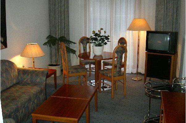 Club Hotel Praha-pruhonice 8