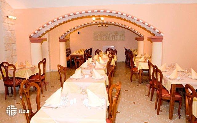 Hotel Arkada 4