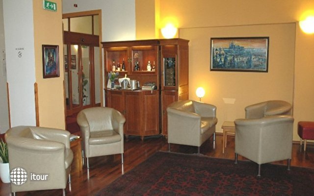 Cloister Inn 5