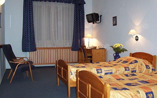 Cloister Inn 8