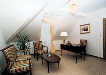 Bristol Palace 9