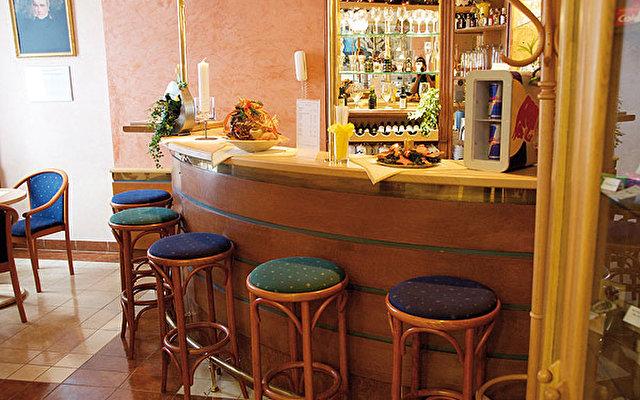 Hotel Jean De Carro 5
