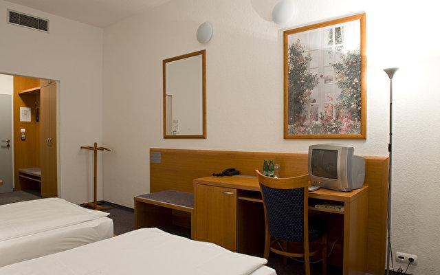 Avanti Hotel 7