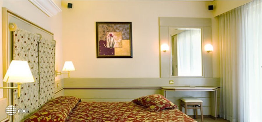 Holiday Suites 6