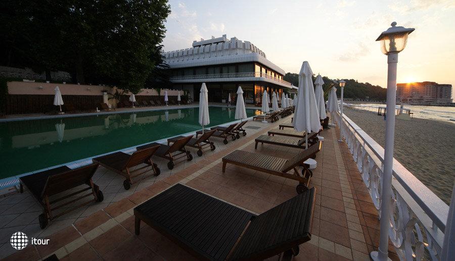 Palace Hotel Sunny Day 6