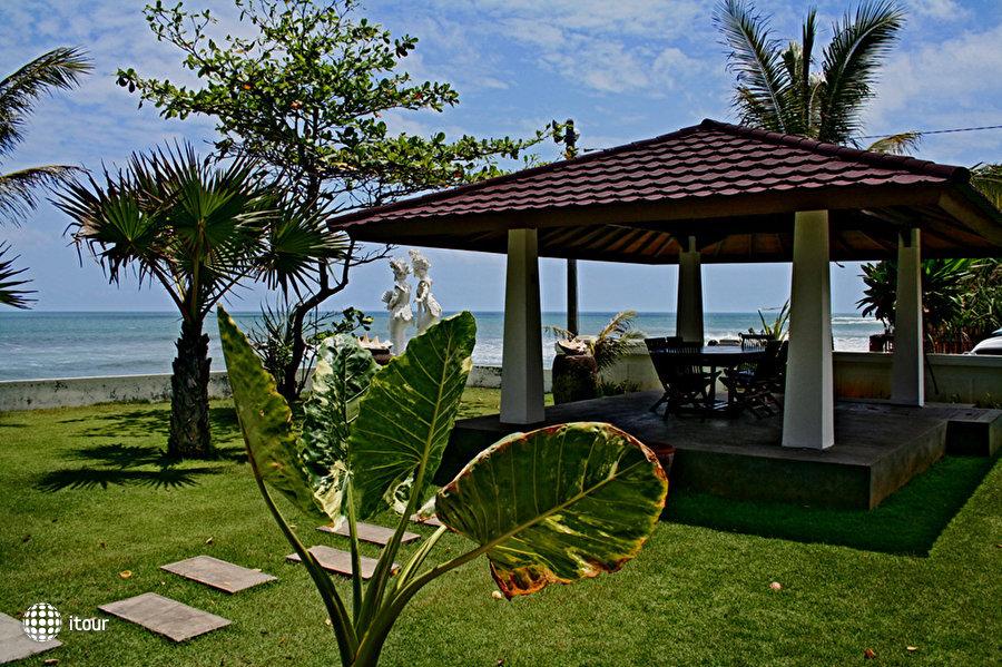 Legong Keraton Beach 6