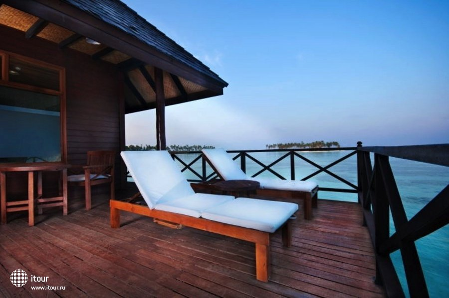 Olhuveli Beach & Spa Resort 9