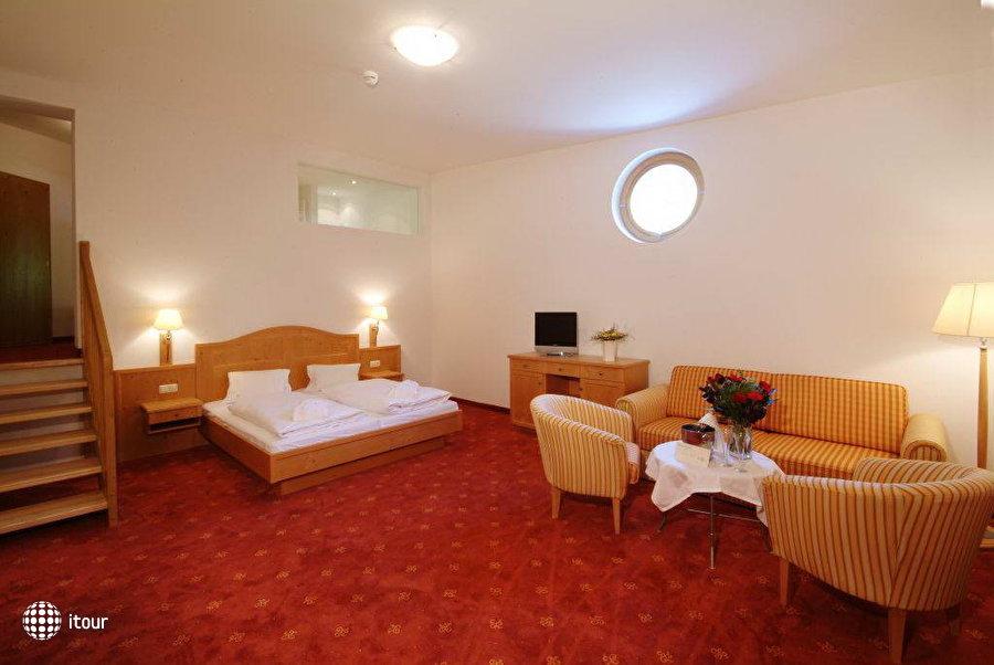 Alpine Resort Schwebebahn 5