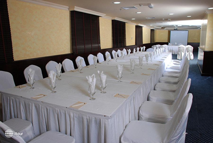 Al Bustan Tower Hotel Suites 3
