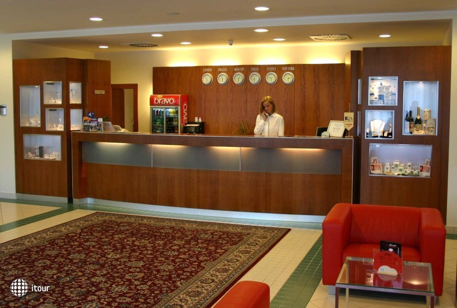 Ramada Airport Hotel Prague 3