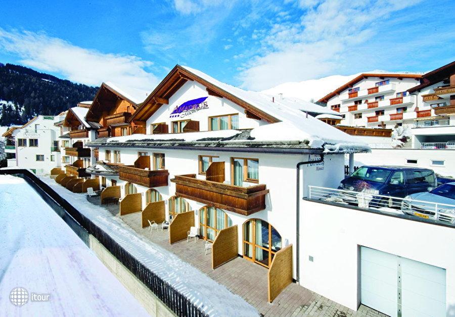 Amadeus Micheluzzi Hotel 1