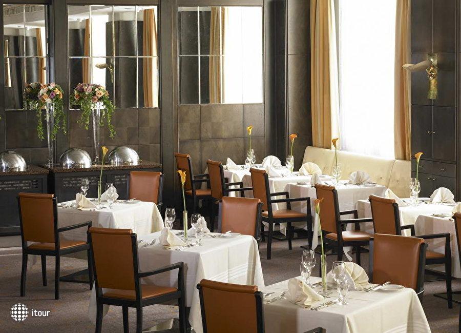 Hilton Vienna Plaza Hotel 9