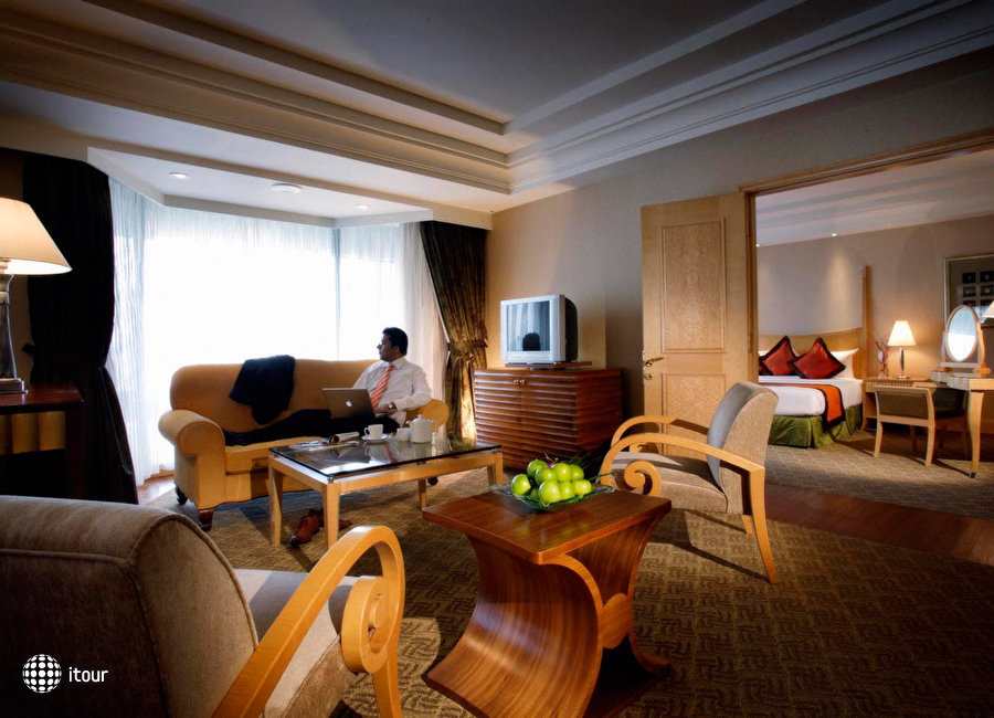 Crown Plaza Hotel 8