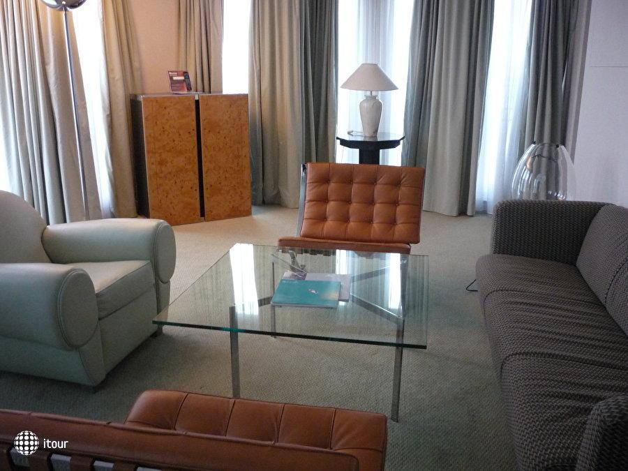 Hilton Vienna Plaza Hotel 2