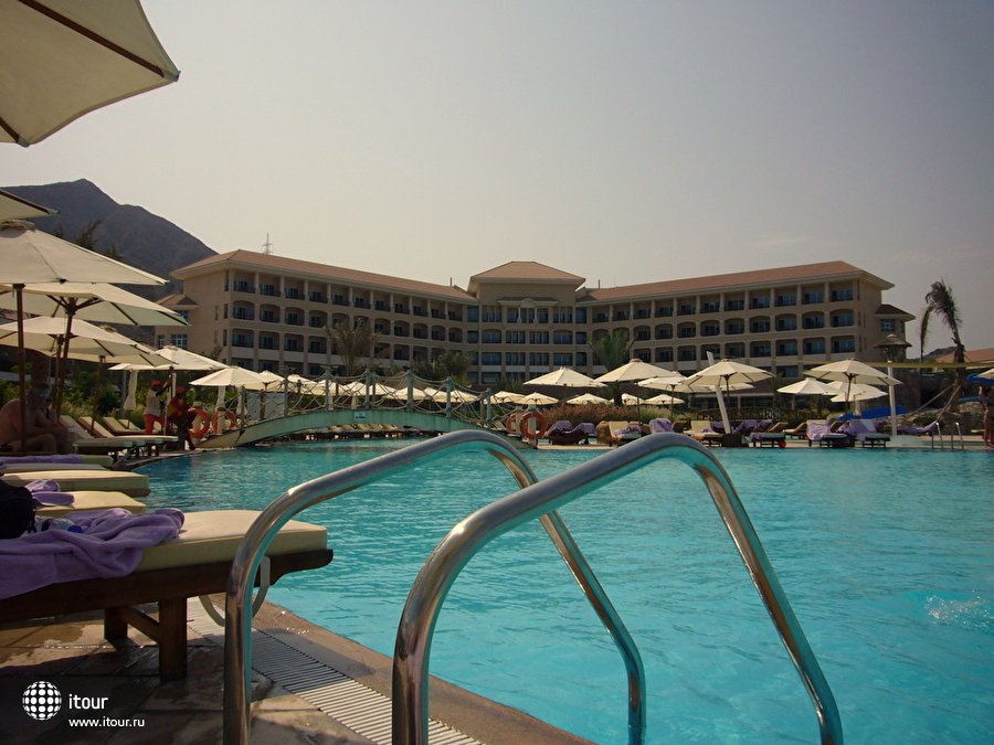 Fujairah Rotana Resort & Spa 2