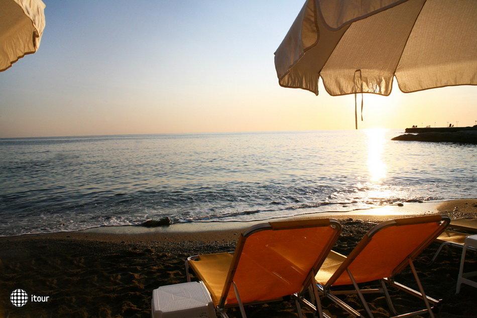 Evelyn Beach Hotel 7