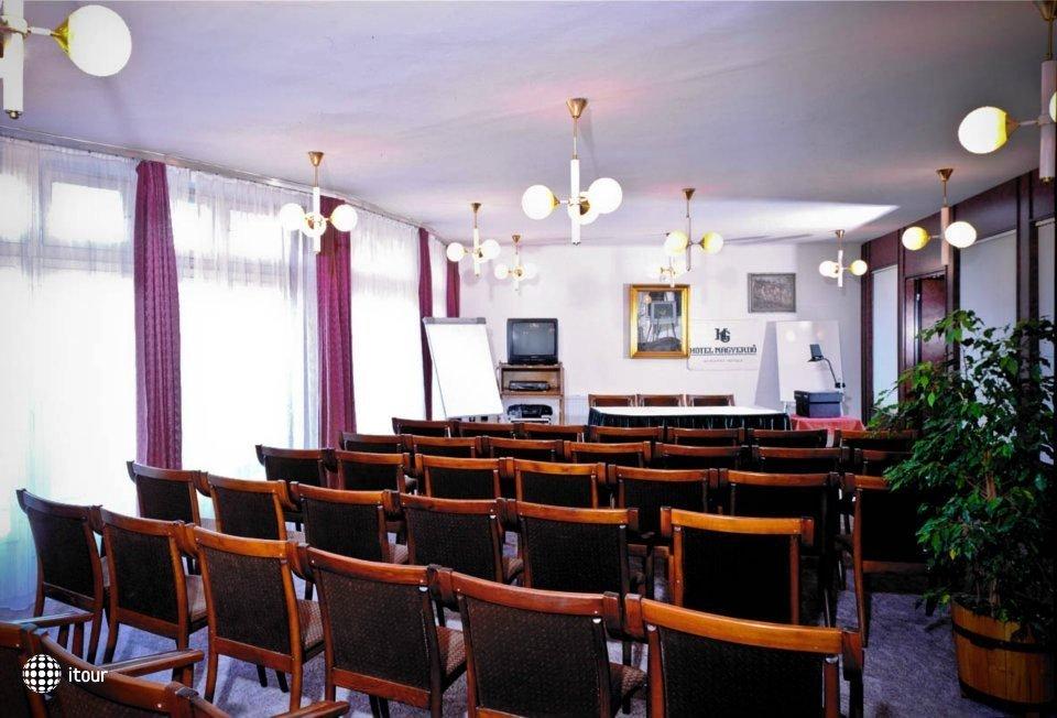 Hunguest Hotel Nagyerdo 10